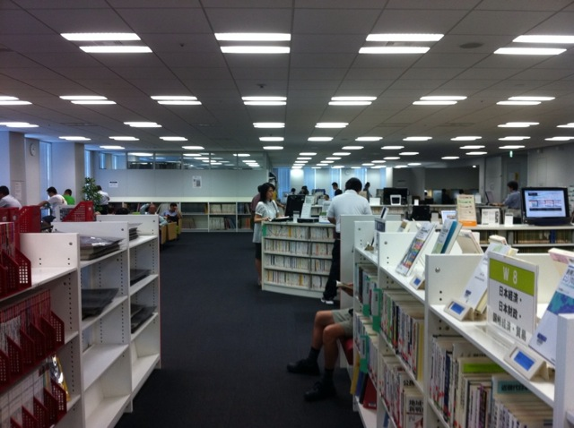 千代田図書館 館内写真