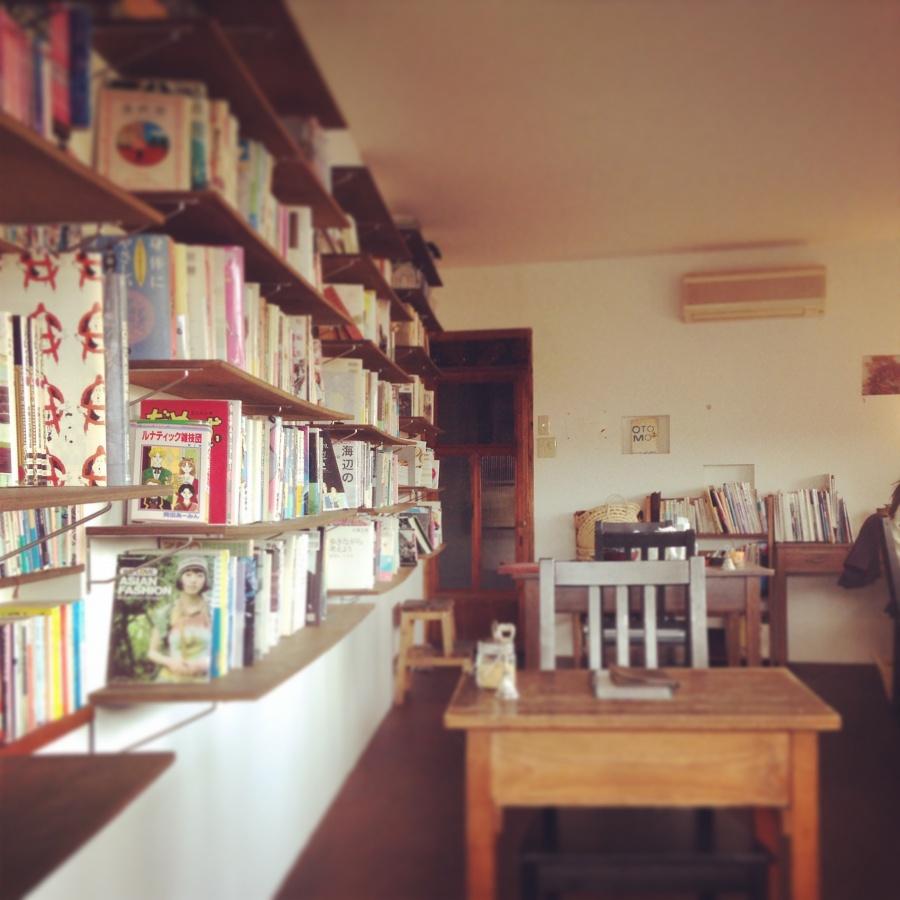 店内と本棚