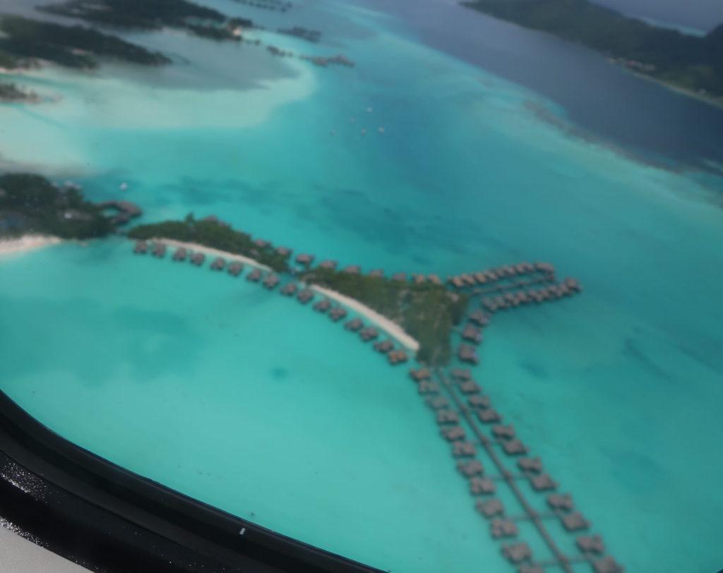 ボラボラ島上空