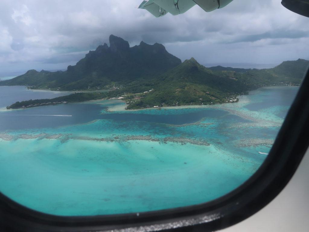 ボラボラ島遠景