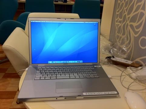 ネットカフェのMacBook
