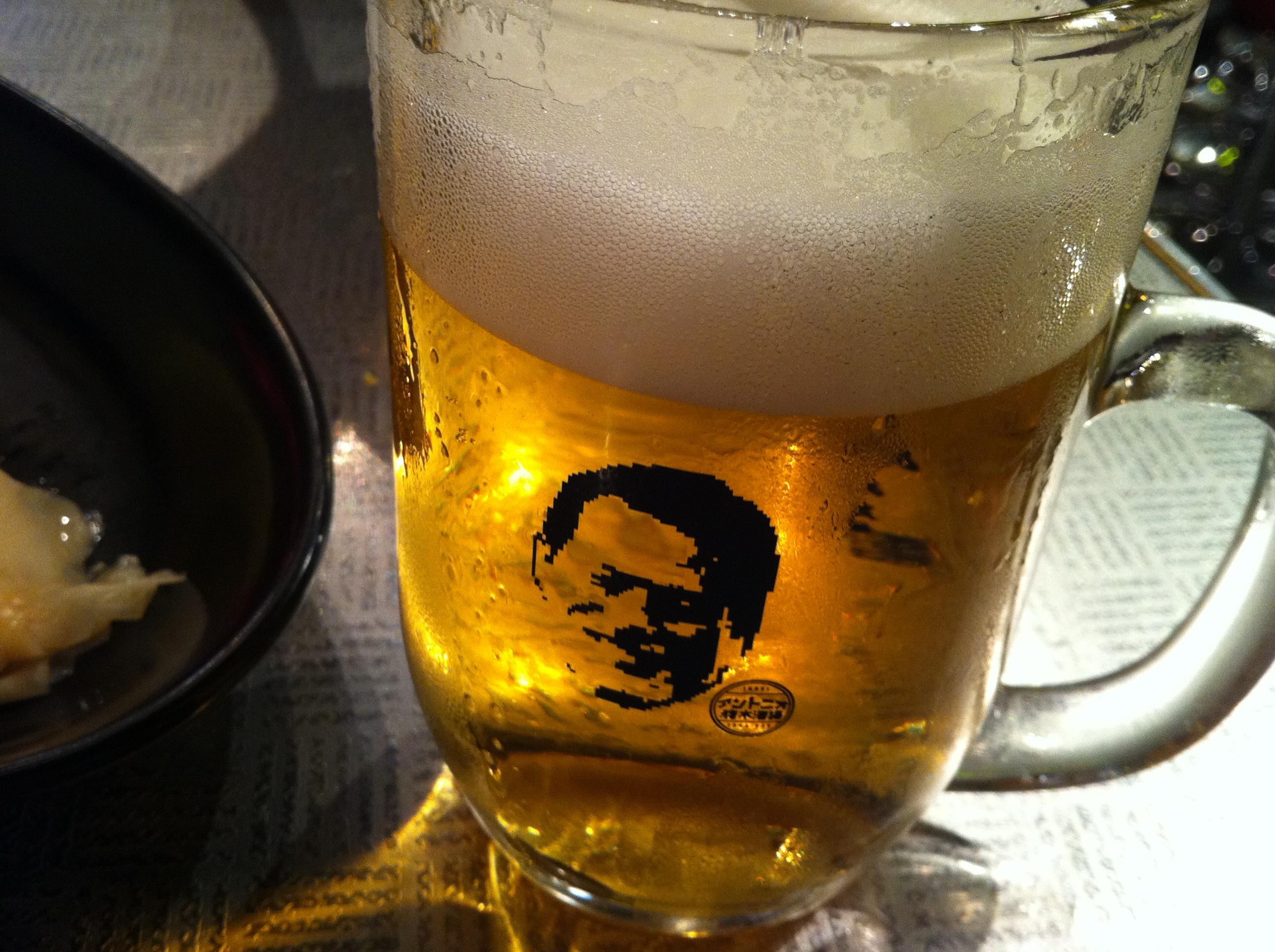 ビールジョッキに猪木の顔